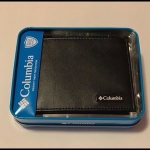 Sold NWT Men's Columbia Leather Wallet